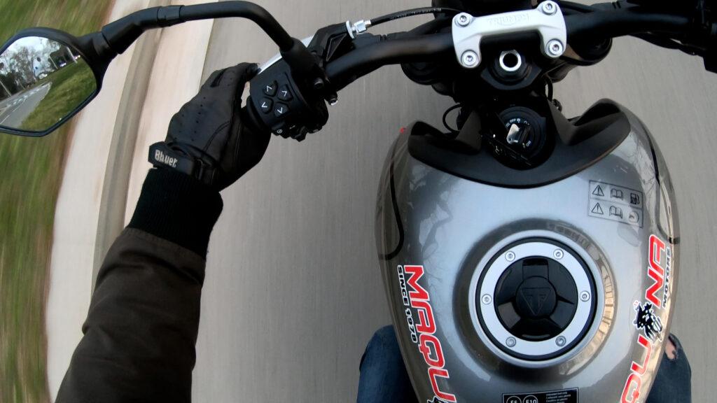 Piña izquierda de la moto Triumph Trident 660 usada en la prueba realizada
